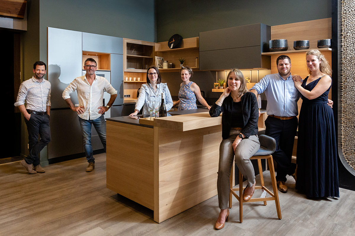Equipe Samo en 2020 dans une cuisine Team7